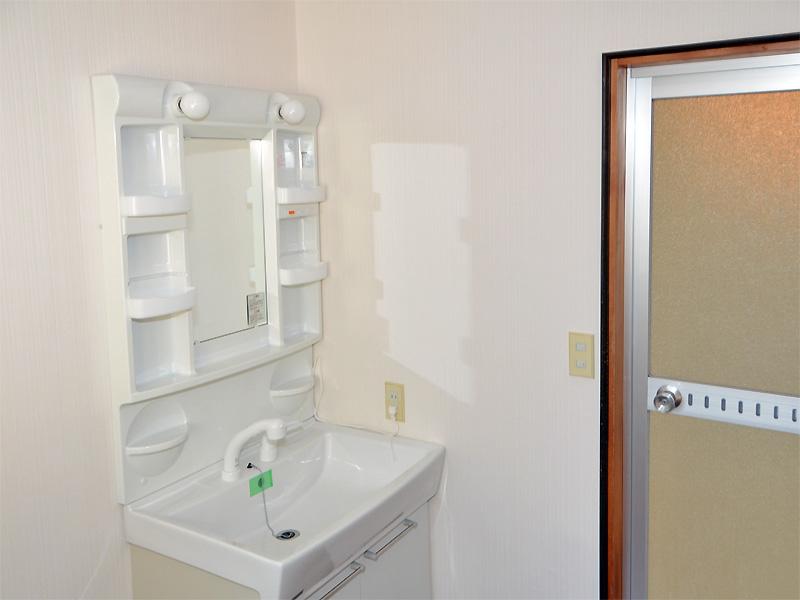 シャワーヘッド付きの洗面台